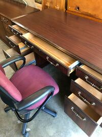 2 pieces office furniture desk with Hortizonal File Cabinet  Newark, 43055