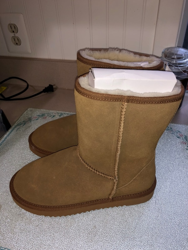 New women's fur boots size 8