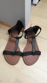 Sandal taille 8 non nego Laval, H7K 1Y5