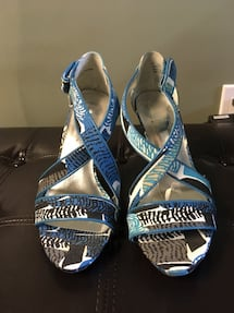 Printed high heeled shoes size 8.5