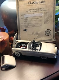 Danbury Mint 1:24 Diecast 1956 Ford Thunderbird Convertible with top.  Colonial White w/Certificate of Title.  311 mi