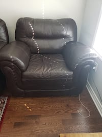 Genuine leather couch  Milton, L9E
