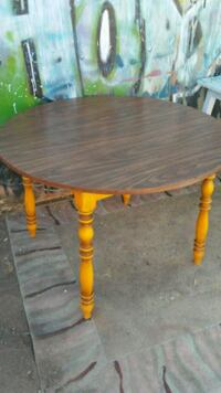 Old solid table Reno, 89502