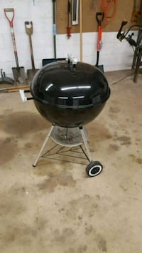 Weber charcoal grill  Westminster, 21157