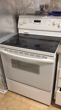 white and black induction range oven Gatineau, J8Z 1R2