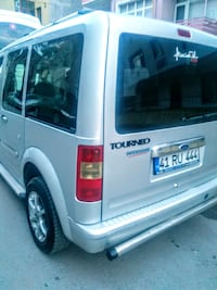 2004 Ford Connet