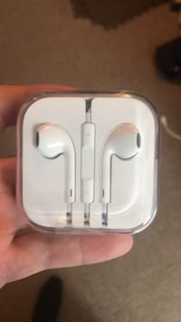 Brand new apple headphones Sherwood Park, T8H 0K7