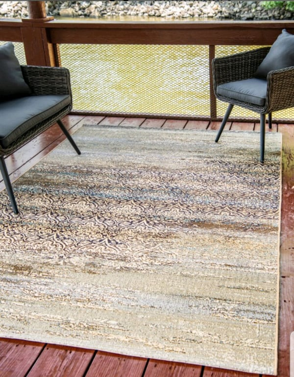 Brand new area rug 5x8 Indoor/outdoor cff83e1b-dc73-43a9-88f9-c989b45a8ee9