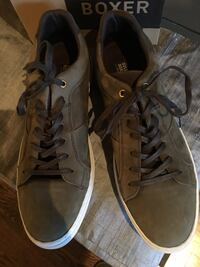 Pair of olive low-top sneakers Toronto, M4K 1V2