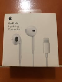 White apple earpods with lightning connector box Downey, 90242