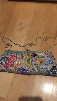 Like new ladies clutch bag/ purse. Used for two weddings that's it. Laval, H7Y 2C1