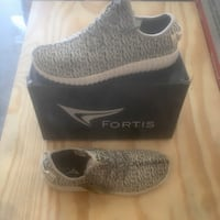Sneakers shoes size 11