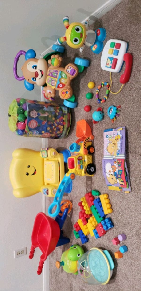 Baby To Toddler Learning Toy Lot (DELIVERY AVAILAB f169bb96-7198-4561-aca8-e51441c11b82