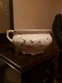 Decorative chamber pot