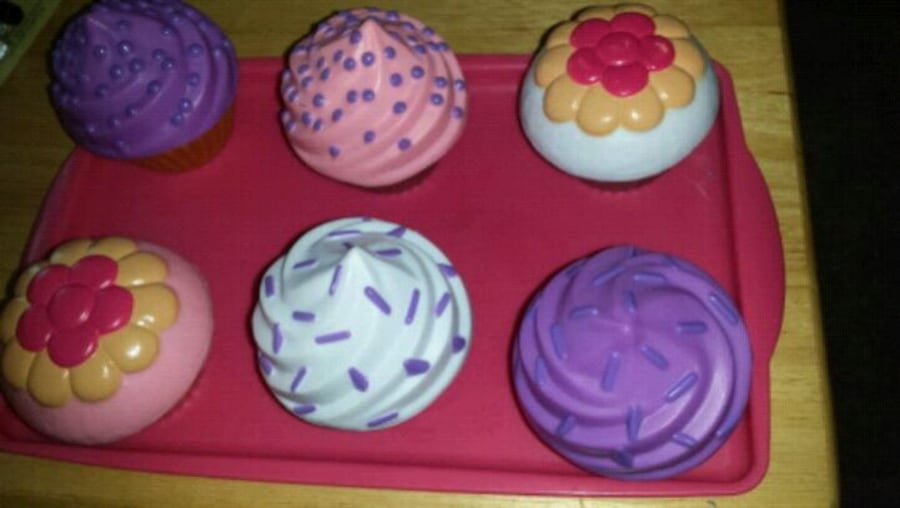 Toy cupcakes 0