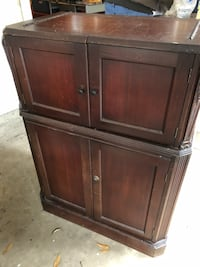 Locking wooden cabinet   Alexandria, 22304