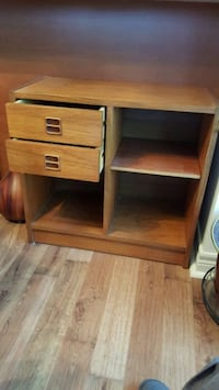 END TABLE 25.5wx12Dx24H(inches)EXCELLENT CONDITION