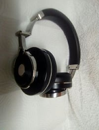black and gray cordless headphones Scarborough, M1V