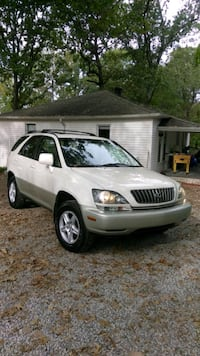 Lexus RX, model 2,000, run and drive nice???? Nashville