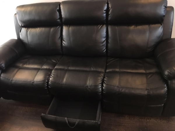 Black Leather 3 Seater And 2 Seater Recliner Sofa Usage A Vendre A