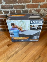 """NEW Intex 22"""" Queen Comfort Plush Elevated Air bed with Built-in Pump"""