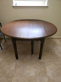 Round, extendable table Randallstown