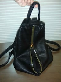 Slick leather woman's back pack Seattle, 98106