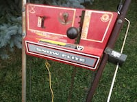 Snow blower good machine 200 or b/o need gone electric start must go Guelph