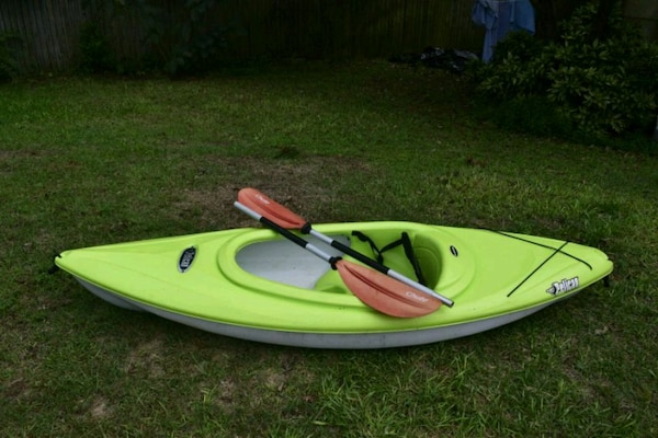 Vortex 80x pelican kayak with paddle