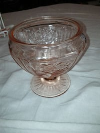 Pink glass bowl / candy dish Mississauga, L5M