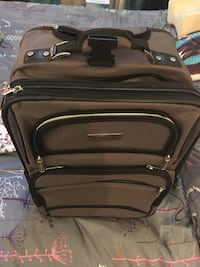 Practically brand new suitcase on wheels Oakville, L6K 2J7