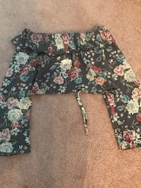 BRAND NEW H&M OFF THE SHOULDER CROP TOP Calgary, T3H 3C8