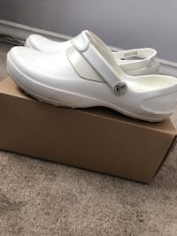 Pair of white leather slip-on crocs 129 mi
