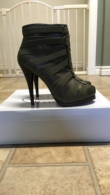 NIB Steve Madden Leather boots 9