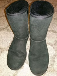 Classic short UGG boot,size 9 Queens, 11103