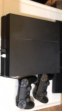Sony PS4 with Two DualShock 4 Controllers Chico, 95926