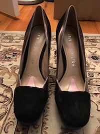 Pair of black leather rounded-toe heels Port Chester, 06831