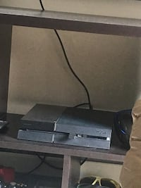 Ps4 and controller no games  Calgary, T3R 0K5