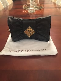 BCBG leather bag with gold chain brand new comes with dust bag still has tag payed 245$ Côte-Saint-Luc, H4W 3L1