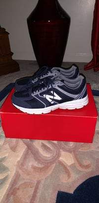 Women's size 9.5 navy blue and white New Balance Sneakers Hagerstown, 21740