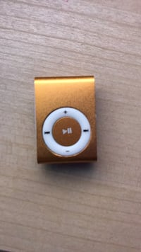 Gold and white iPod Shuffle 2nd Gen