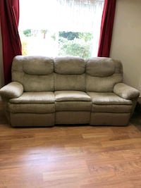 Reclining couch. West Kelowna, V4T 1E8