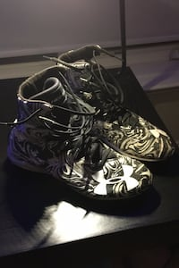 Under armour football cleats size 9.5 (price is negotiable  Toronto, M2P