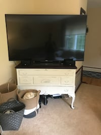 Cedar chest tv stand Tolland, 06084