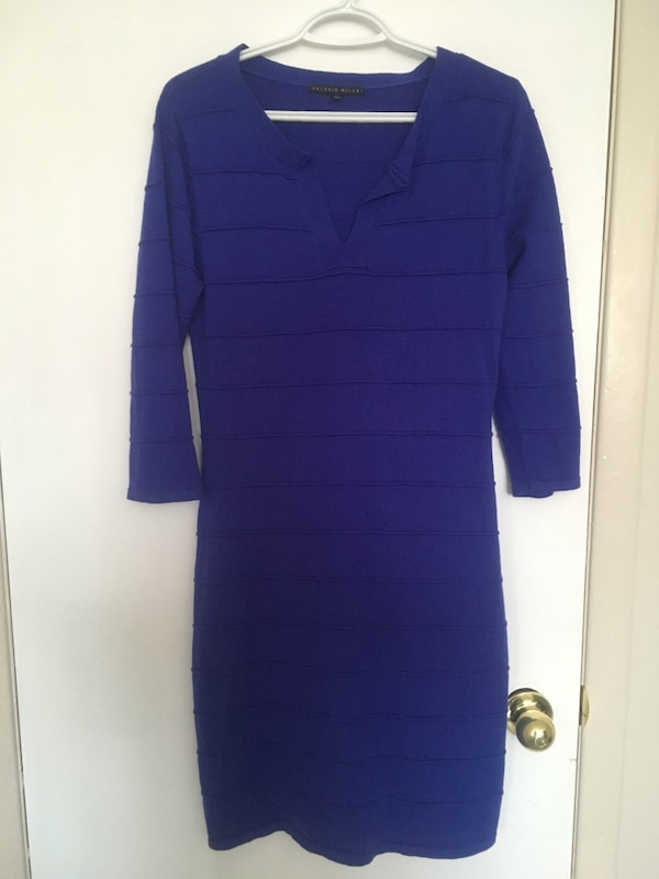 blue split-neck long-sleeved bodycon dress