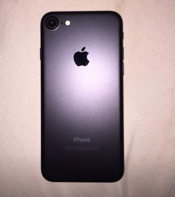 iPhone 7 gréât conditions has 32 gb