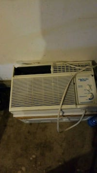 white window-type air conditioner Vancouver, 98683