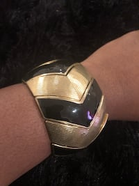 Black and gold bracelet Temple Hills, 20748