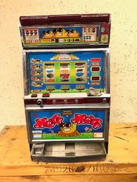 """Arcade game machine w/key (not sure if it works); selling """"as is"""""""
