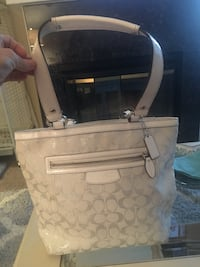 Coach bucket style purse  Pittsburg, 94565